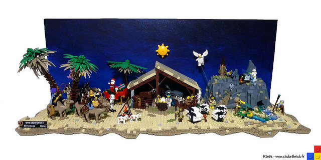Nativity Scene in LEGO by Kloou.